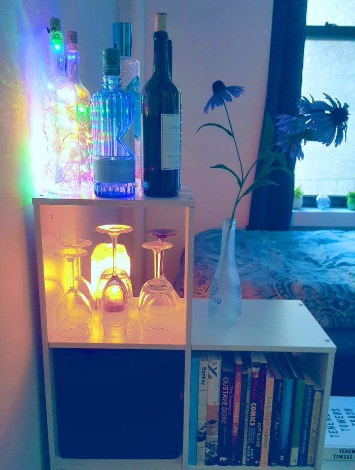 Cube divider bookshelf bar